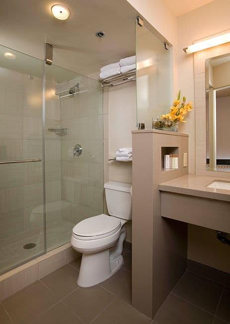 Gold Coast Las Vegas Deluxe Room Bathroom