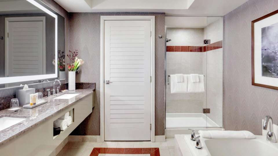 Mandalay Bay Las Vegas Deluxe Room 1 King Bathroom