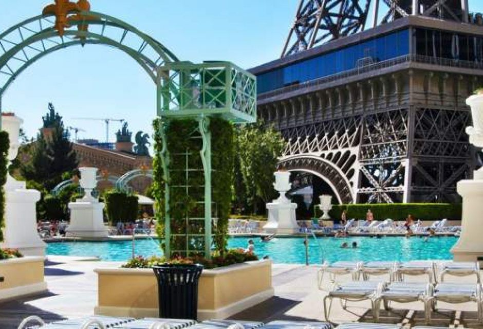 Paris las vegas hotel casino for Paris hotel pool
