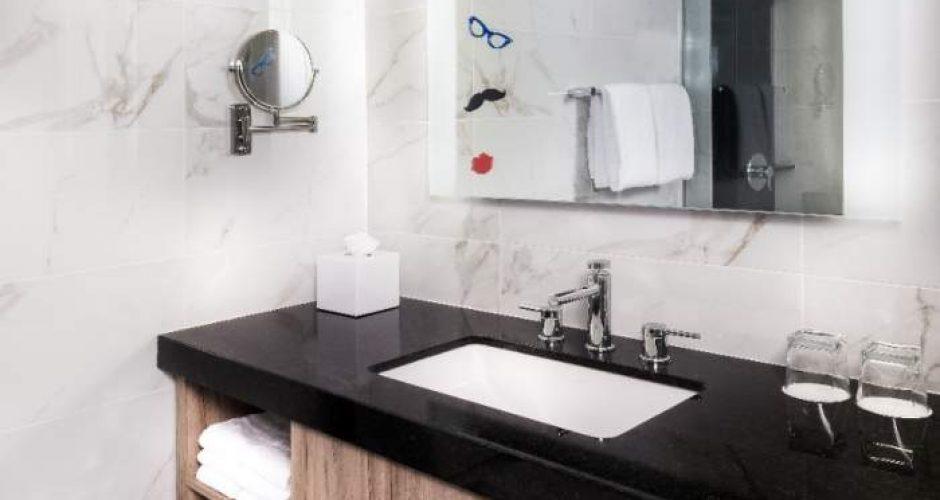 The Linq Las Vegas Deluxe Room Bathroom