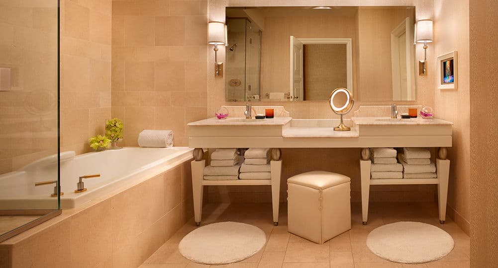Wynn Las Vegas Deluxe Panoramic Room Bathroom