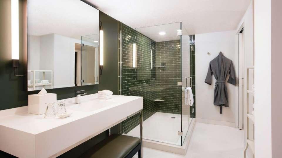 Park MGM Las Vegas Skylark Suite Bathroom