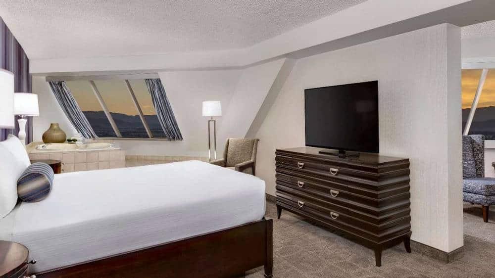 Luxor Las Vegas Corner King Suite