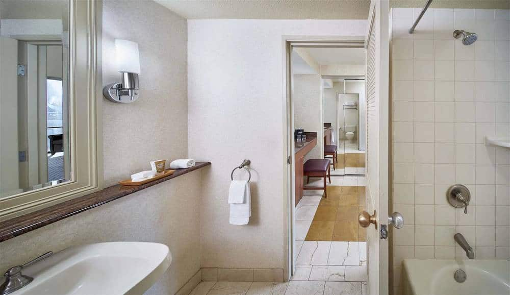 Rio All-Suite Las Vegas Deluxe Suite Bathroom