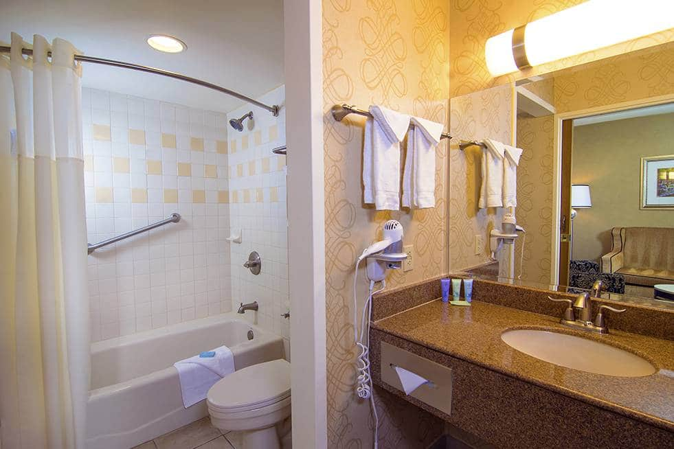 The Orleans Las Vegas Deluxe King Room Bathroom
