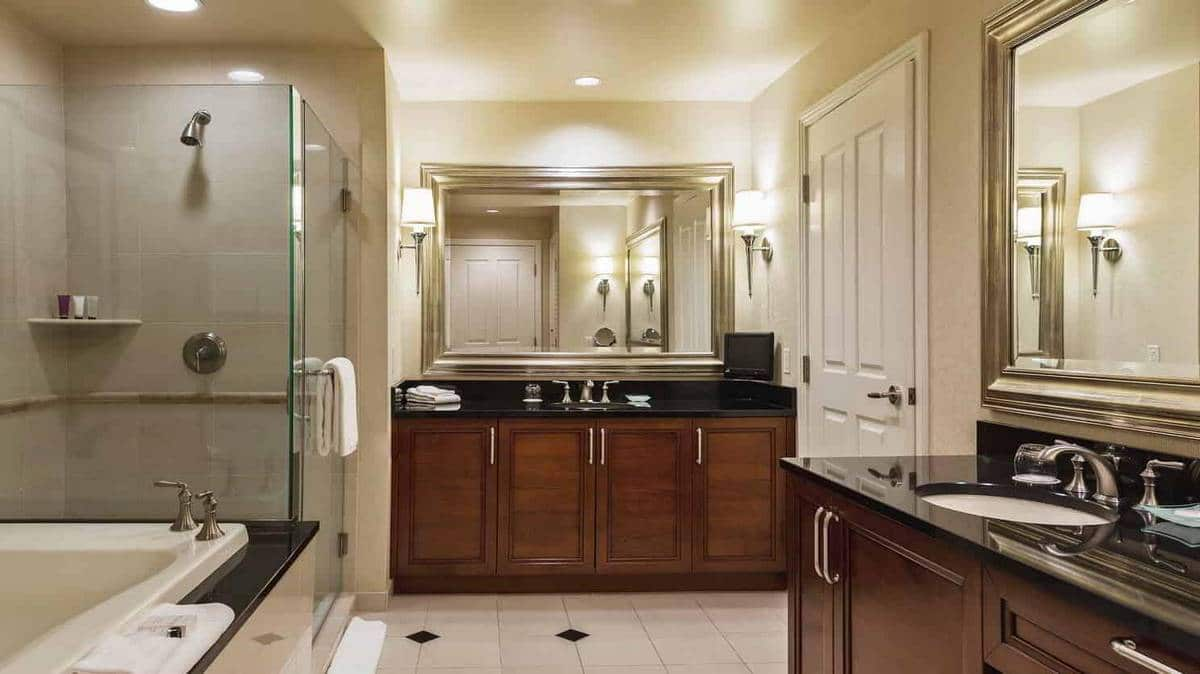 The Signature Las Vegas One Bedroom Balcony Suite Bathroom