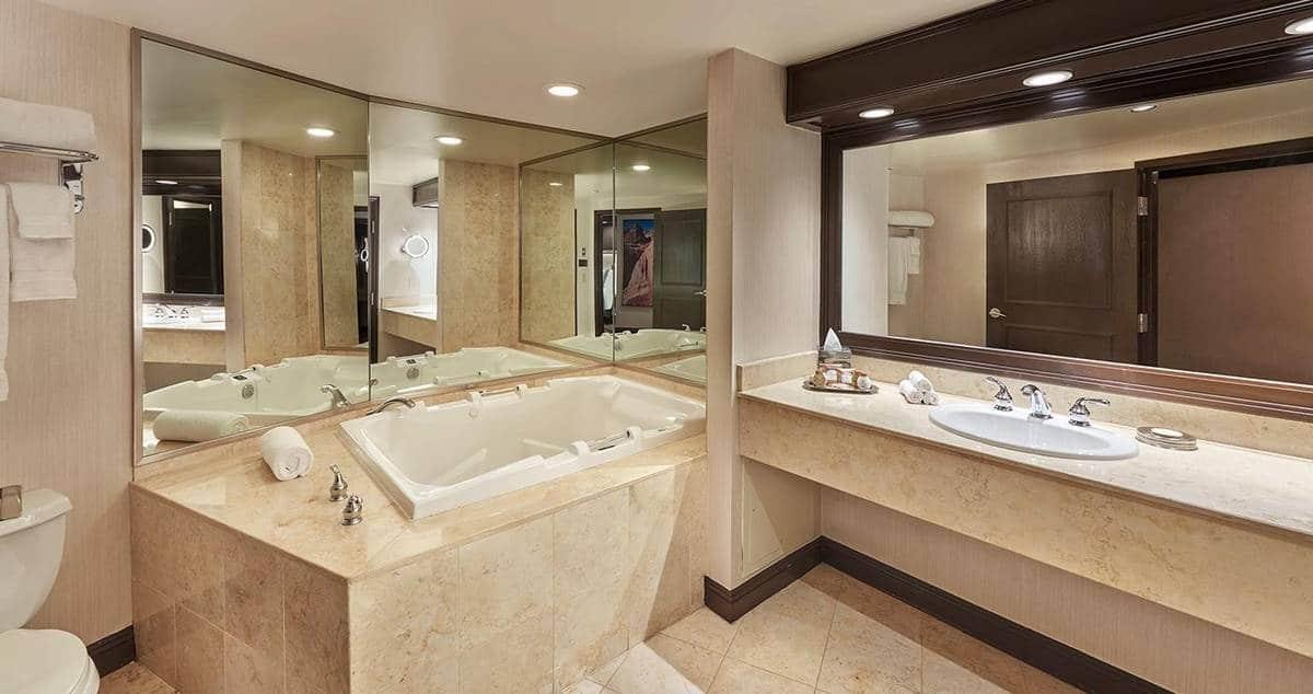 Treasure Island Las Vegas Petite Suite Bathroom
