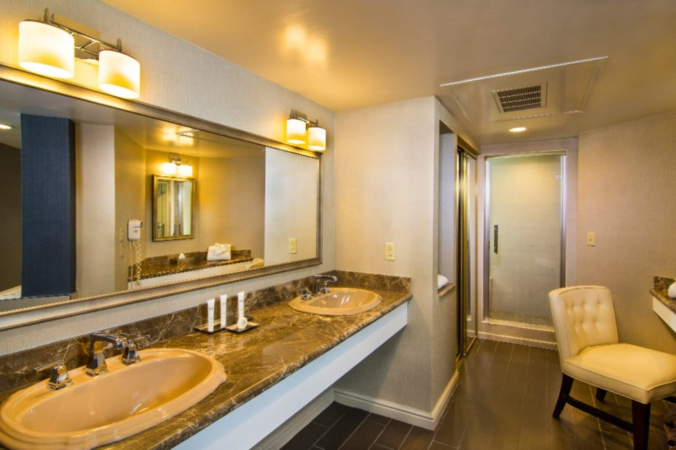 Sam's Town Las Vegas One Bedroom suite with Soaking Tub Bathroom