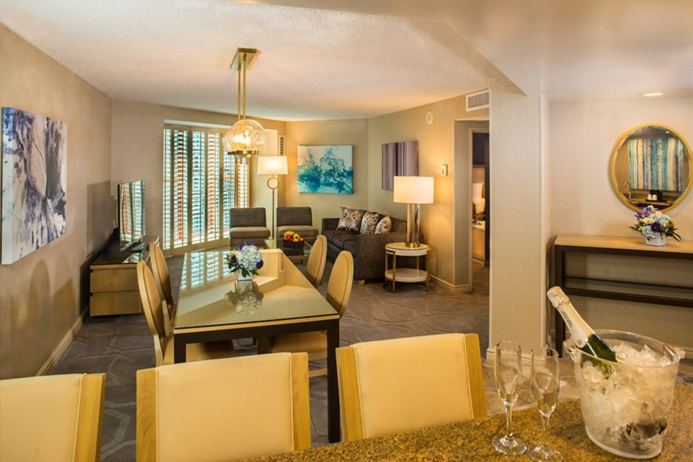 Sam's Town Las Vegas One Bedroom suite with Soaking Tub Living Room