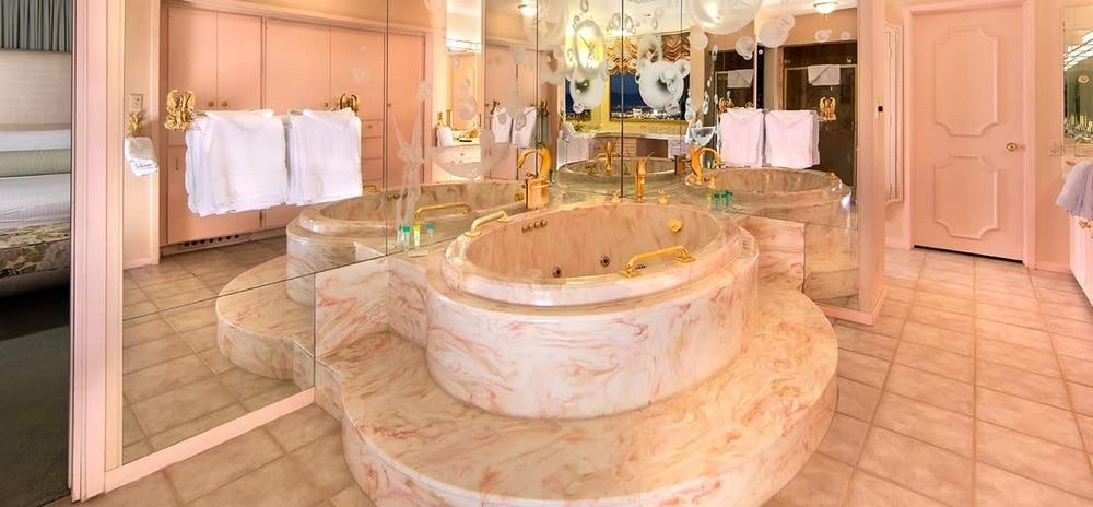 EL Cortez Las Vegas Jackie Gaughan Suite Bathroom