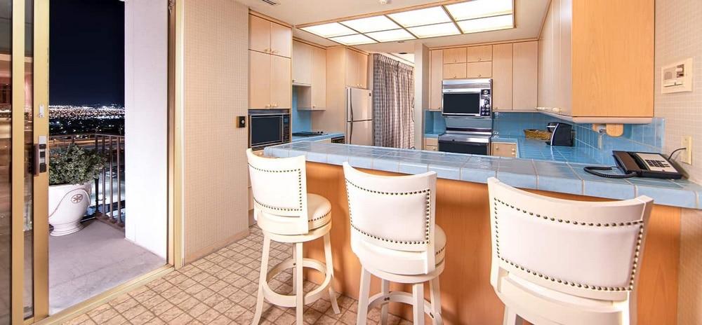 EL Cortez Las Vegas Jackie Gaughan Suite Kitchen